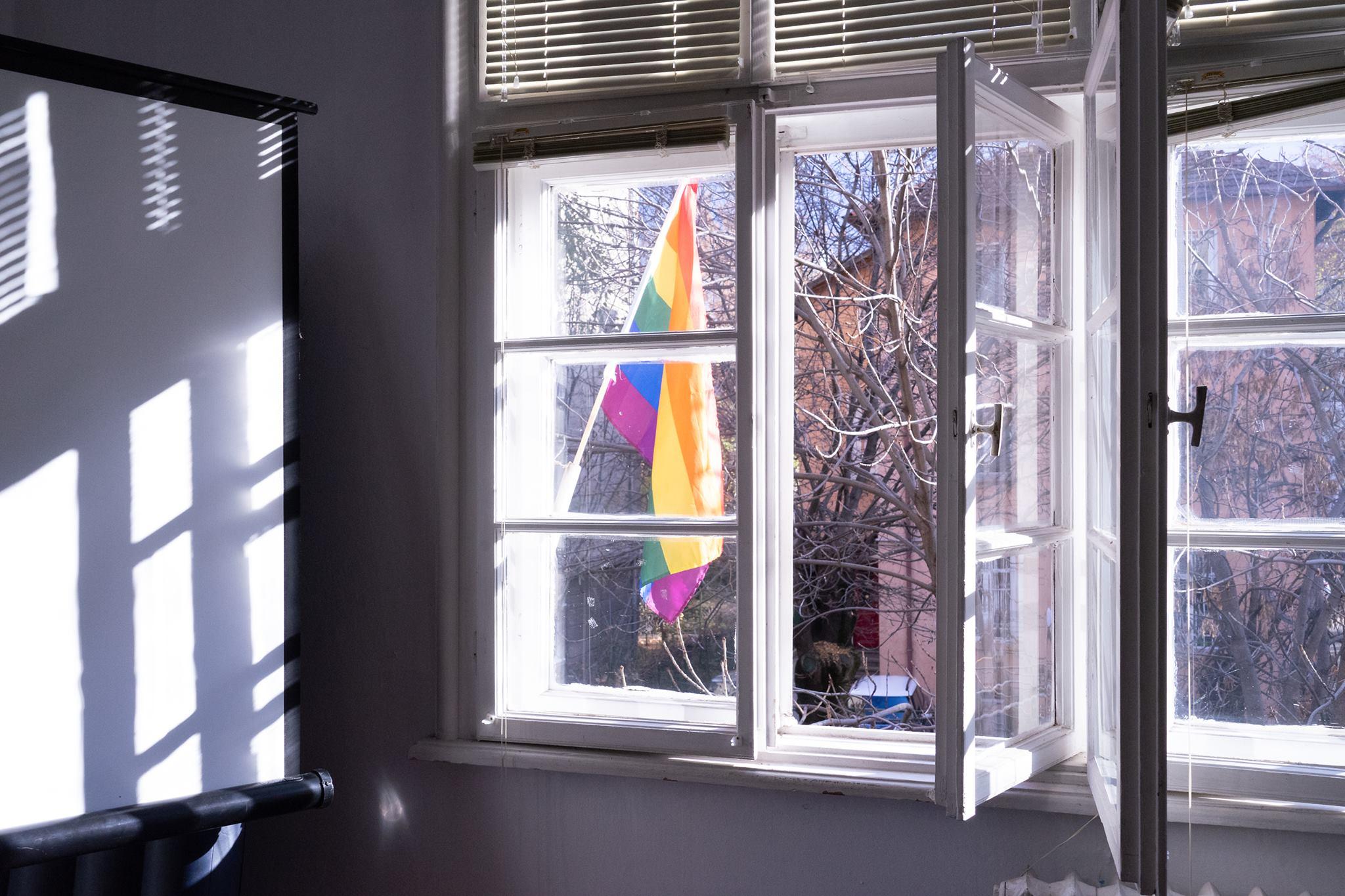 За агресията срещу ЛГБТИ и силата на сплотената общност – коментар на Глория Филипова